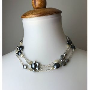 NWT Beautiful Tonal Pearl necklace.